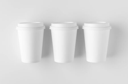 Top view of a 12 oz. white coffee paper cup mockup with lid. Banco de Imagens