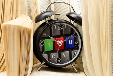 teclado numerico: Despertador con libros