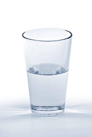 half and half: Un vaso de agua medio lleno o medio vac�o. Foto de archivo