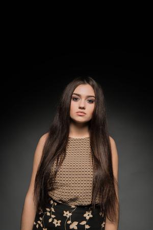 Beautiful brunette girl on dark background Banque d'images - 110895486