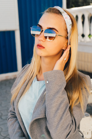 portrait of young woman in the  sunglasses Banque d'images - 125972892