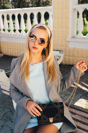 portrait of young woman in the  sunglasses Banque d'images - 125972896