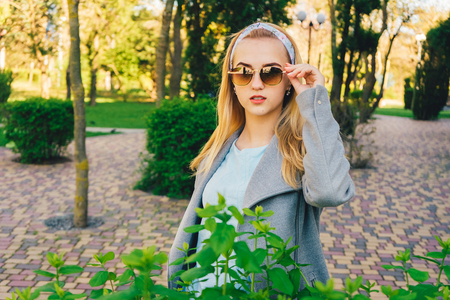 portrait of young woman in the  sunglasses Banque d'images - 125972895