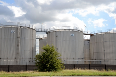 insulated: Insulated tanks at a chemical plant Stock Photo