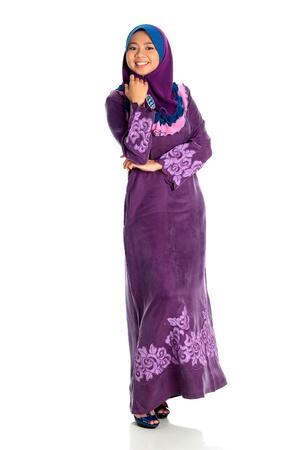 femmes muslim: Portrait des femmes musulmanes isol�es sur fond blanc Banque d'images