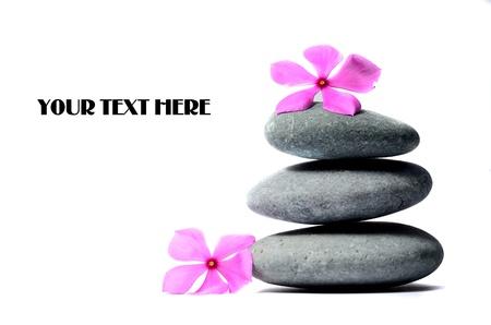 piedras zen: Zen piedras y flores Foto de archivo