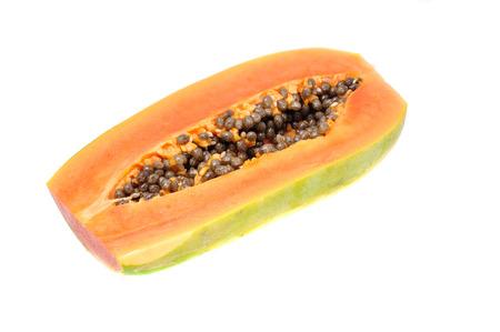 bevoelen: Papaya op een witte achtergrond