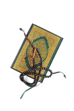 coran: The Holy Quran with rosary Stock Photo