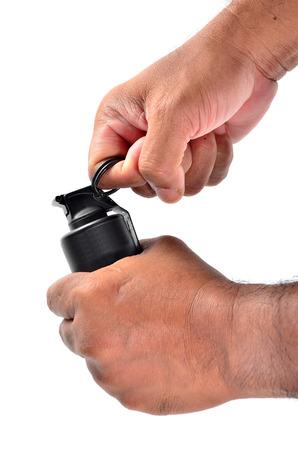 lanzamiento de bala: Hombre detona una granada en blanco Foto de archivo