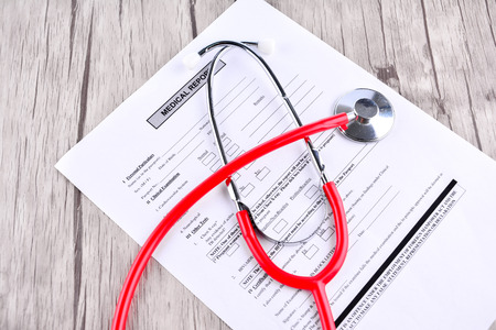 Informe médico con Shethoscope. Concepto médico y Healhcare
