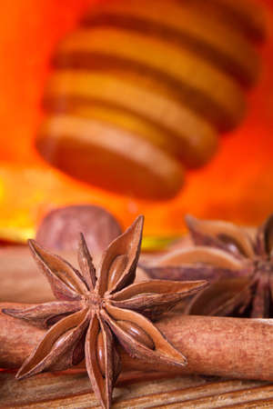 'cinnamon bark': Honey dipper, star anise and cinnamon bark