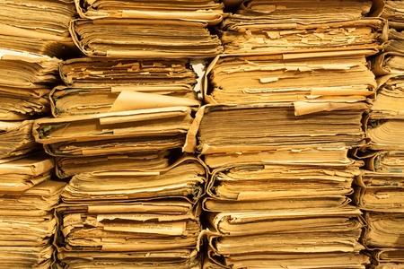 oud document: Stapel van oude boeken in de bibliotheek