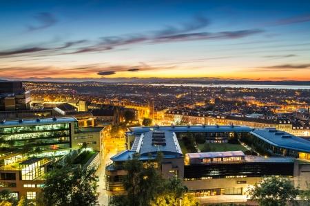 Sonnenuntergang �ber der Stadt Edinburgh Lizenzfreie Bilder