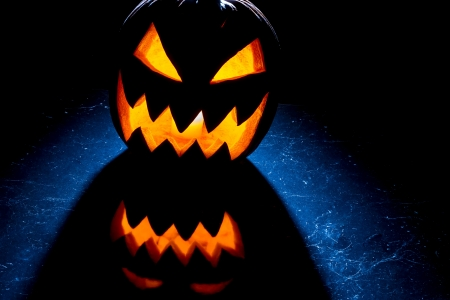 jack o latern: Contrast light from the pumpkin