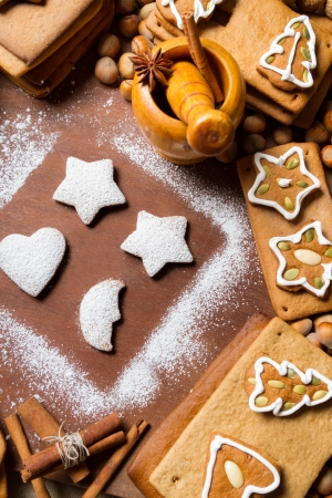 Homemade decorating gingerbread cookies Stock Photo - 16397581