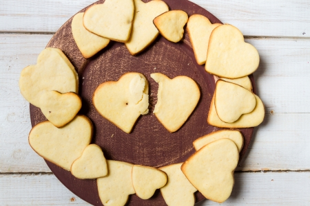 Heart-shaped cookies arranged on a plate  Stock Photo - 17127303