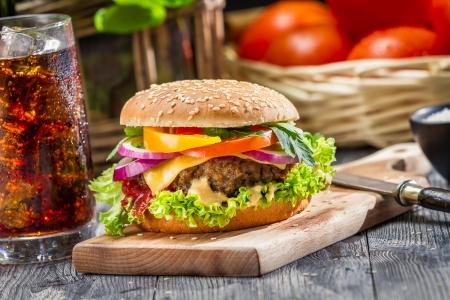 Traditionele Amerikaans ontbijt bestaat uit hamburger Stockfoto