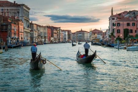 ヴェネツィアのカナル ・ グランデに沈む夕日 写真素材