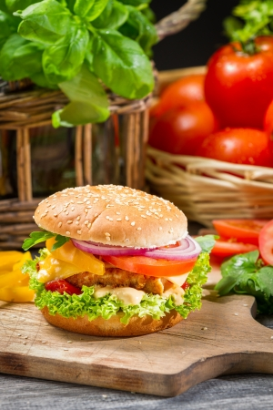 chicken burger: Hamburger with chicken, tomato and vegetables