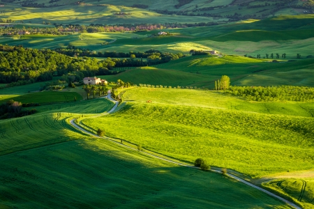 agriturismo: Sunset at green valley in Tuscany