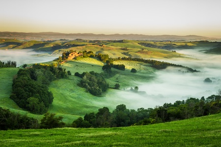 san quirico d'orcia: Foggy Valley in the morning, Tuscany