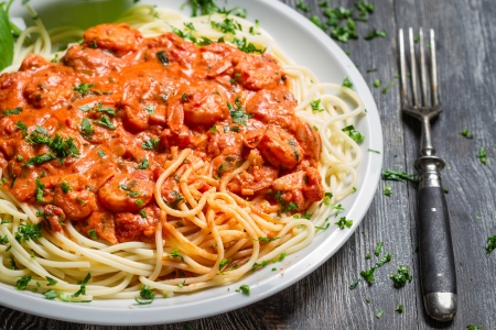 Spaghetti bolognese with shrimp and basil