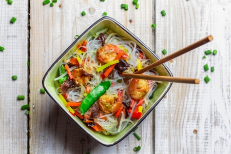 prepared shrimp: Chinese mix vegetables and rice noodles