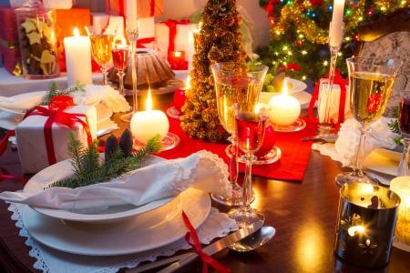 特別に装飾されたクリスマス テーブル 写真素材