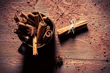 'cinnamon bark': Closeup of cinnamon bark in brown cup