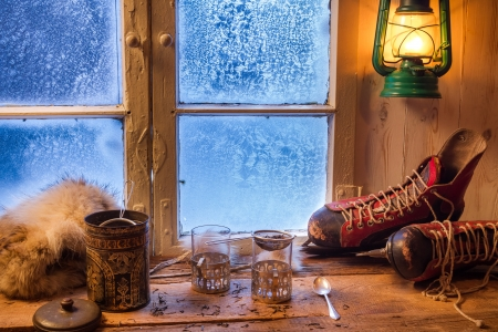 Felkészülés tea egy hideg napon a téli Stock fotó