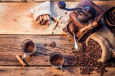 石臼挽きたてコーヒーの香り 写真素材