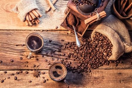 Enjoy your coffee made of grinding grains 版權商用圖片