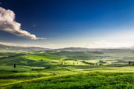 일몰, 투스카니의 녹색 계곡의 아름 다운보기 스톡 콘텐츠
