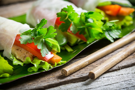 cuisines: Spring rolls with vegetables and chicken Stock Photo