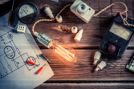 electric current: Examination of electric current flow in the classroom Stock Photo