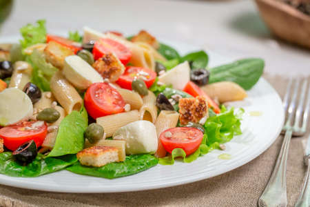 lite food: Healthy spring salad with vegetables