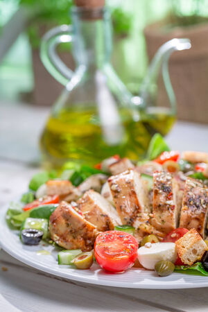 ensalada cesar: Ensalada C�sar con verduras frescas Foto de archivo