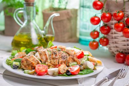 ensalada cesar: Ensalada C�sar casera con verduras frescas Foto de archivo
