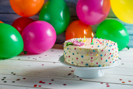 pastel de cumplea�os: Es el momento de compartir la torta de cumplea�os