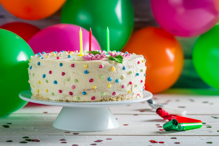 vanilla cake: Enjoy your birthday cake in party