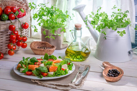 preservatives: Enjoy your spring salad with salmon