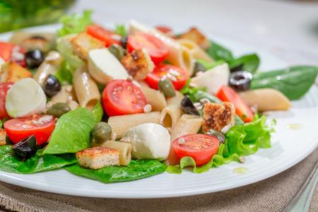 lite food: Healthy spring salad with vegetables