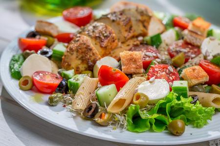 ensalada cesar: Primer de la ensalada C�sar casera con verduras frescas