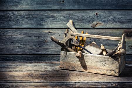 herramientas de carpinteria: Carpinteros de la vendimia caja de herramientas Foto de archivo