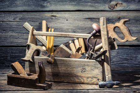 Oude schrijnwerkerij gereedschapskist
