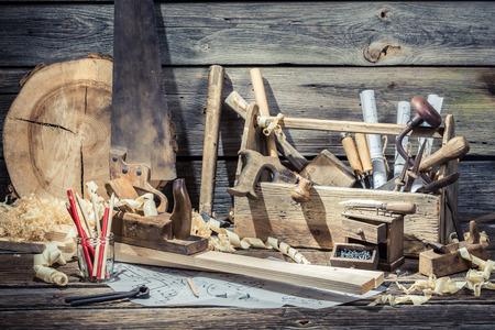 Scatola di falegnameria in legno con strumenti Archivio Fotografico - 37062936