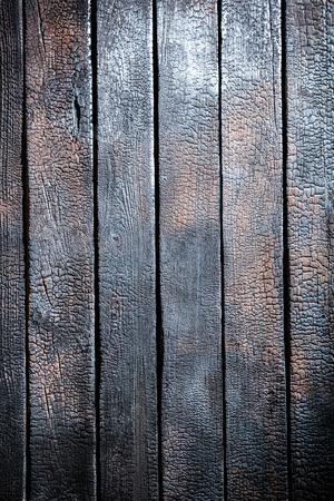 Close-up van verbrande houten tafel
