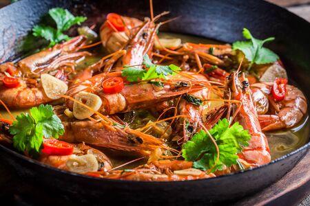 kitchen spanish: Fried shrimps with garlic and coriander
