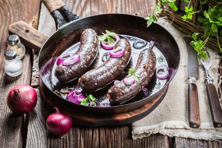 양파와 파슬리 맛있는 검은 푸딩 스톡 콘텐츠
