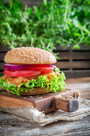 chicken burger: Fresh burger with vegetables